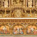 The main altar is adorned with five polychrome bas-reliefs of scenes from the life of Christ. Three are on the base of the altar, and the two others on either side of the tabernacle. These bas-reliefs are the very first carvings produced by Philippe Hébert at the request of Canon Bouillon, in 1879.